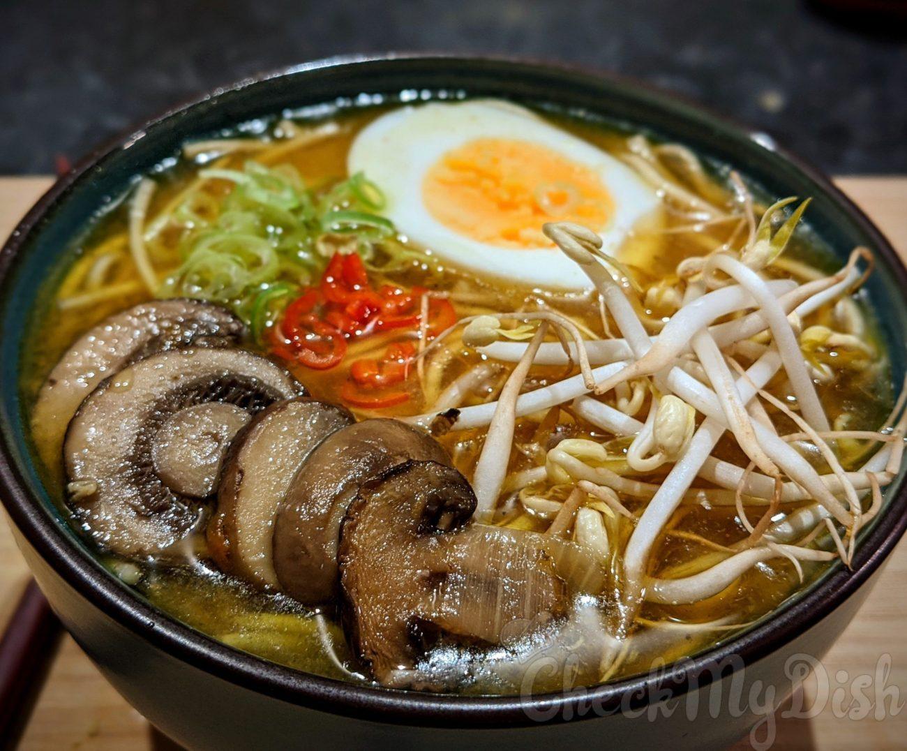Simpele Japanse Shoyu Noodle Soep