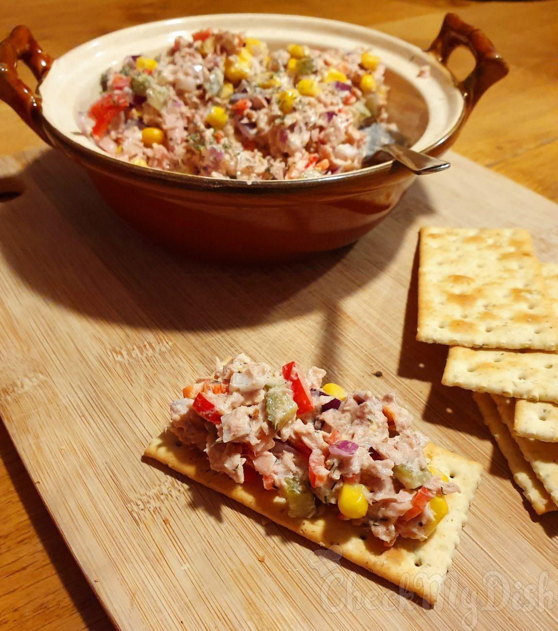 Tonijnsalade met augurk en paprika