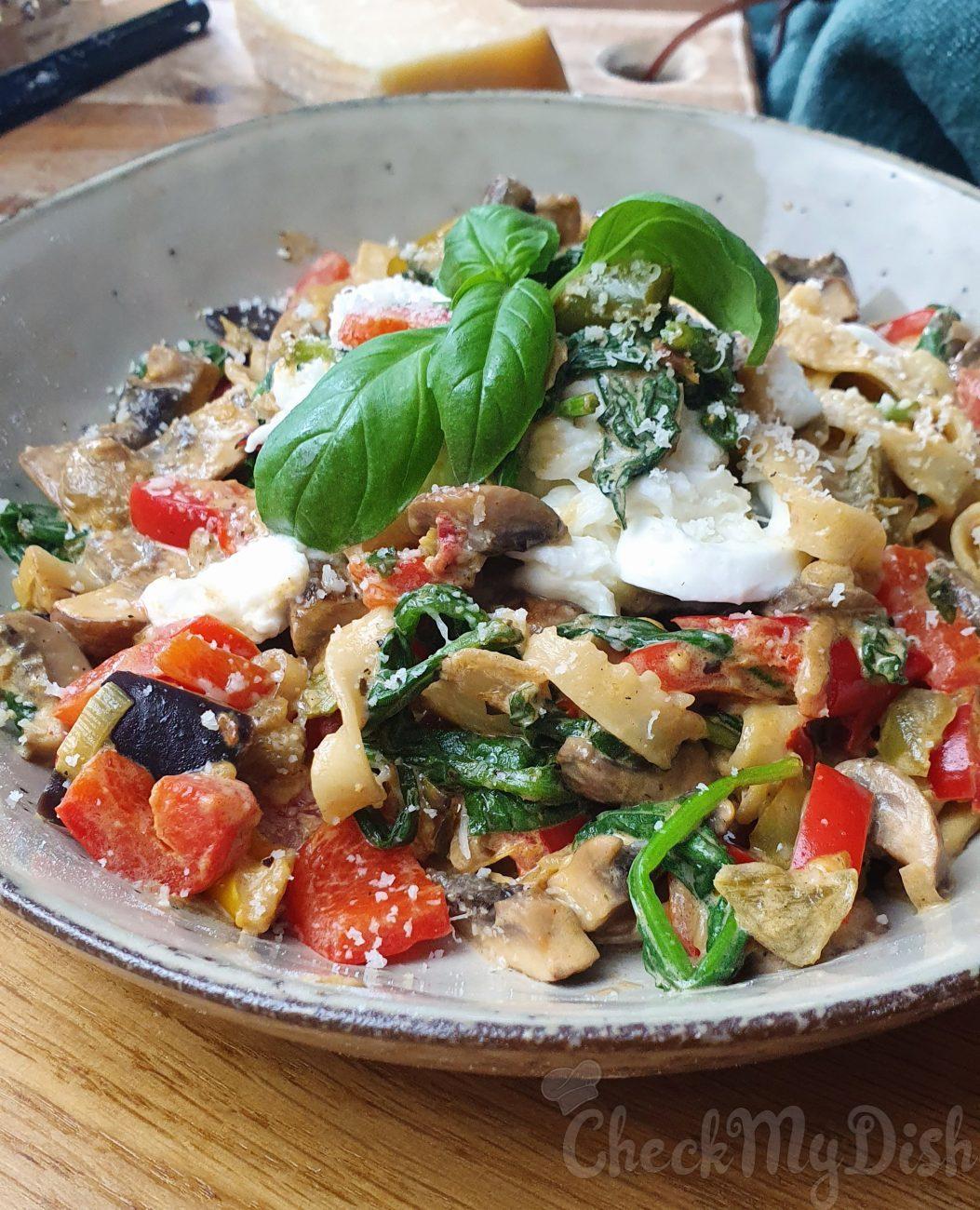 Homemade vegetarische pasta