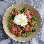 Pasta salade met burrata en serranoham